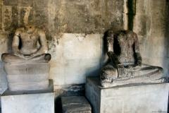 Обезглавленные статуи