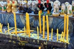 Алтарь в буддистском храме