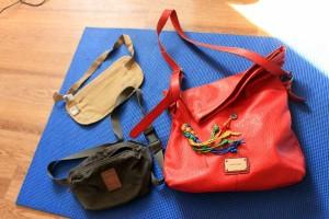 Напузник, сумка через плечо и обычная сумка