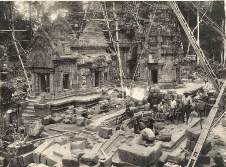 Восстановление храма Бантеай-Срей (архивы EFEO)