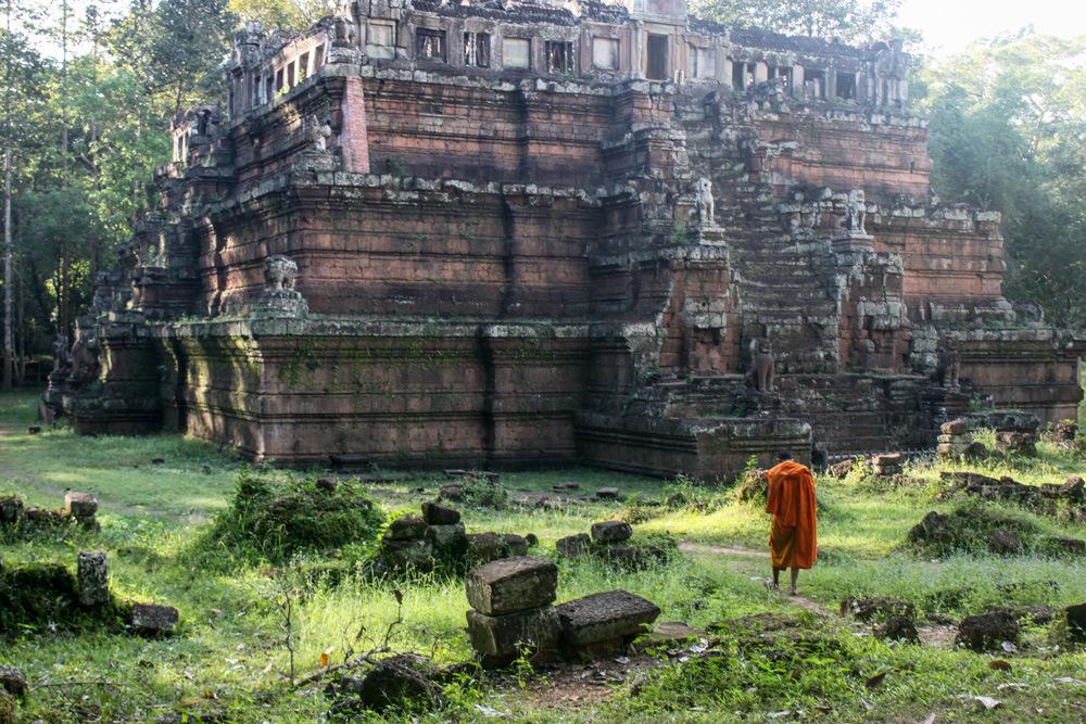 Паломник у храма Пхименакас