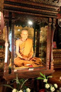 Восковой монах в буддистском храме
